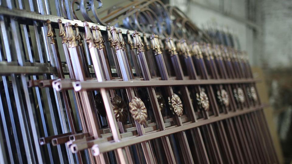 Секции металлического забора со склада